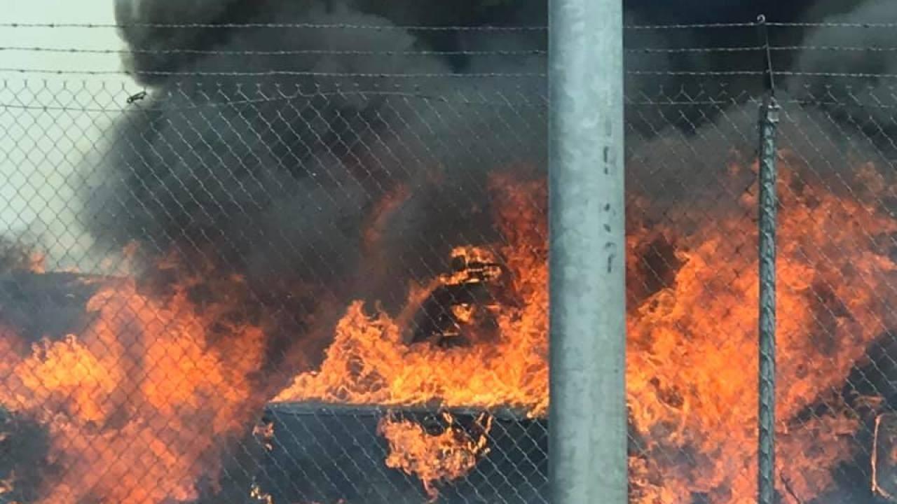 Ngọn lửa bốc lên dữ dội khiến ai cũng hoảng sợ
