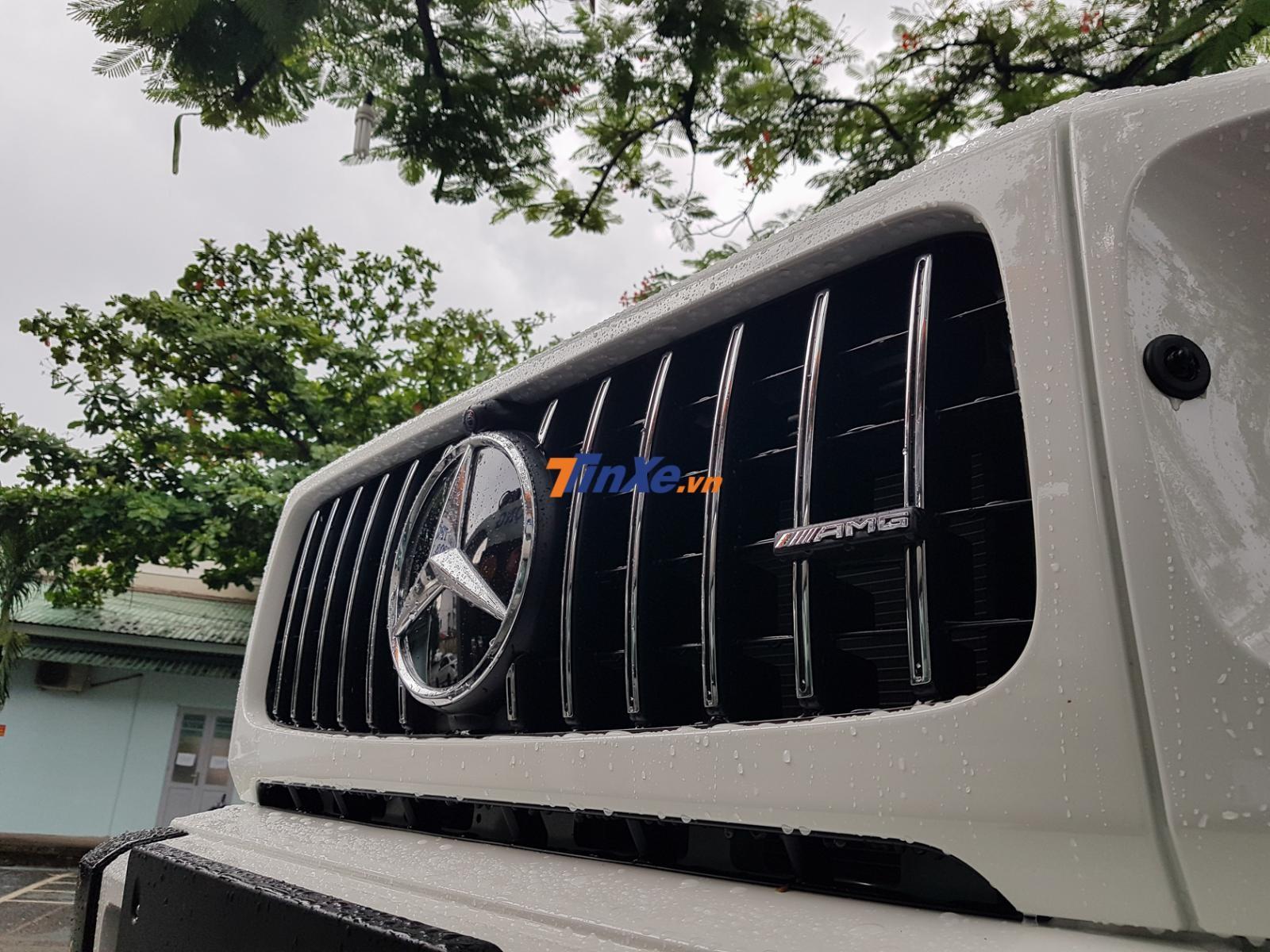 Lưới tản nhiệt nan dọc hoàn toàn mới của Mercedes-AMG G63 Edition 1 có tích hợp logo AMG bên hông