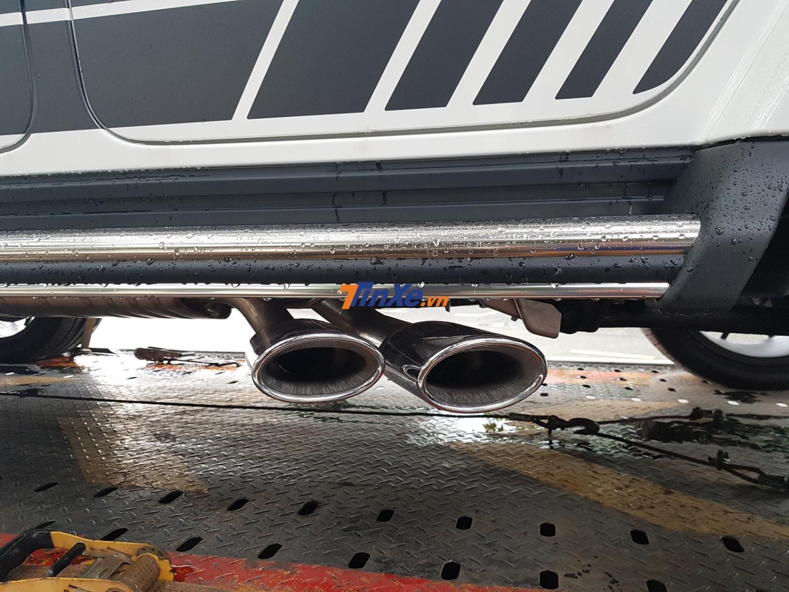 Ống xả kép đặt bên hông xe Mercedes-AMG G63 Edition 1