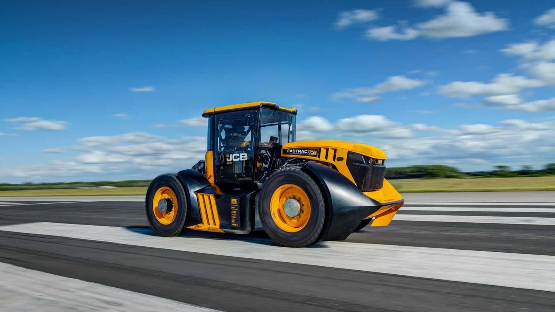 Fastrac 8000 đã trở thành cỗ máy cầy có tốc độ tối đa nhanh nhất thế giới