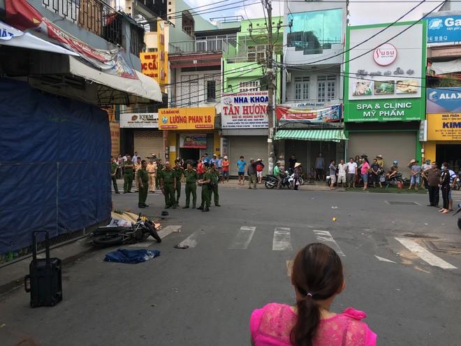 Hiện trường vụ tai nạn tại giao lộ Võ Công Tồn