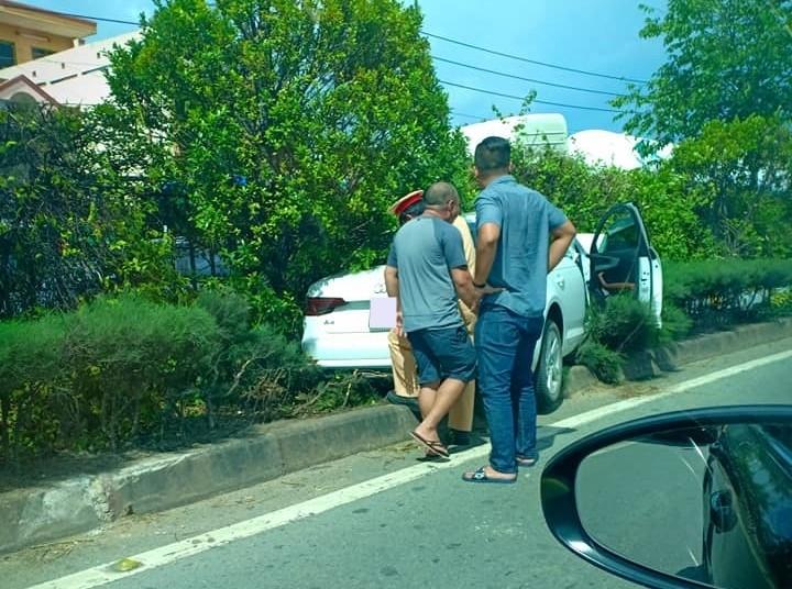 Công an có mặt tại hiện trường vụ tai nạn Audi A4