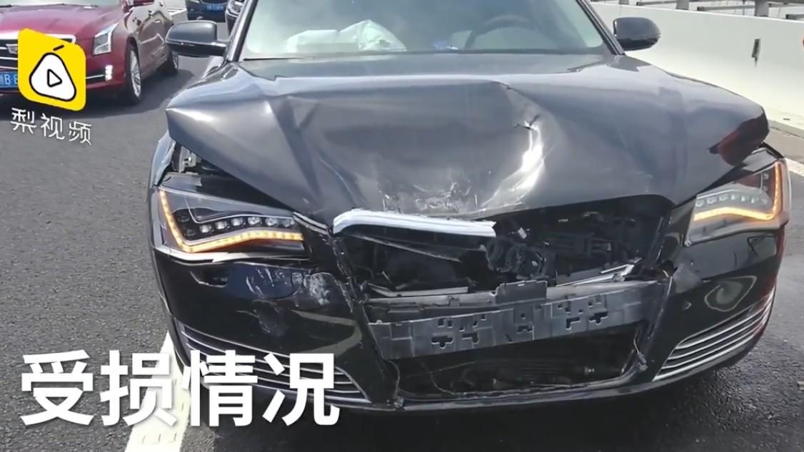 Thiệt hại của chiếc Audi A8L trong vụ tai nạn dây chuyền trên cao tốc ở Chiết Giang
