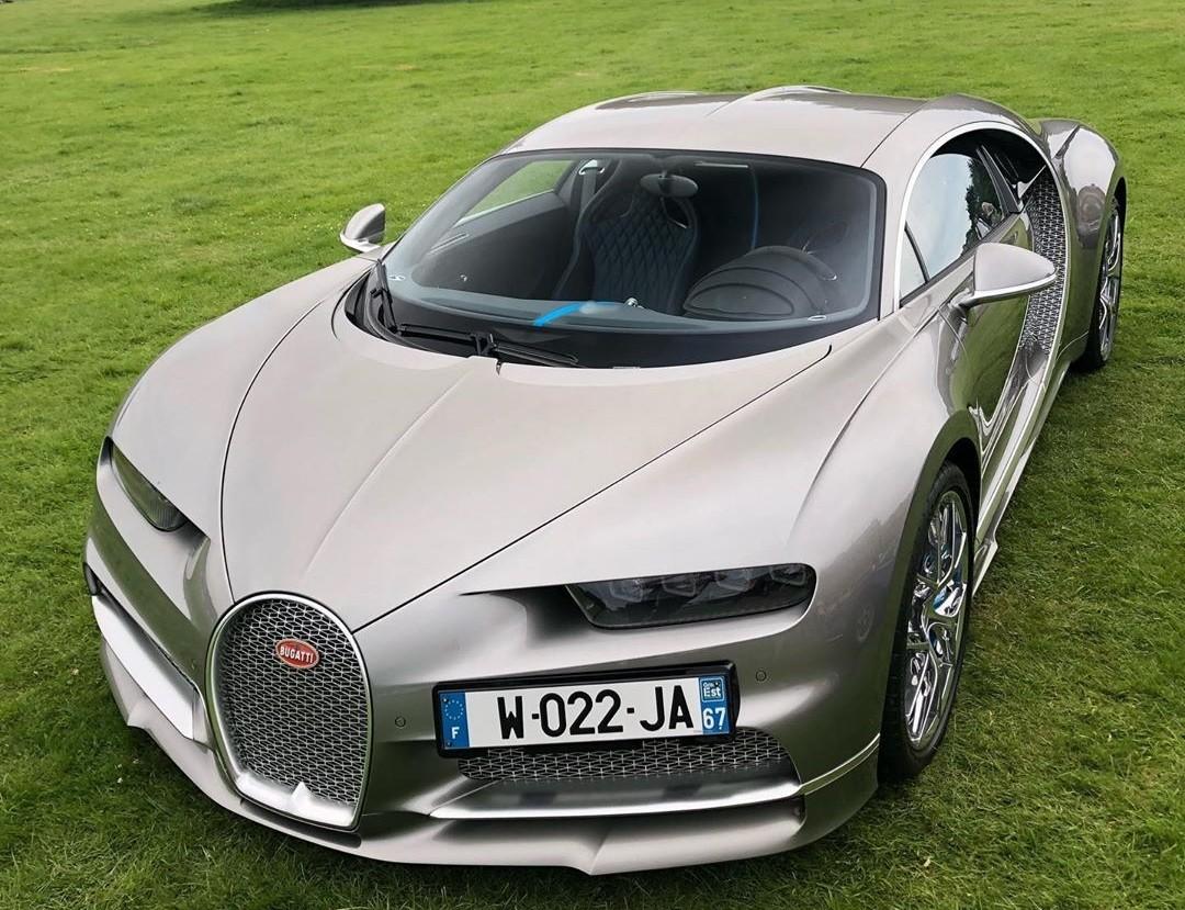 Siêu xe Bugatti Chiron Sport có giá khởi điểm lên đến 3.26 triệu đô la, tương đương 75,615 tỷ đồng