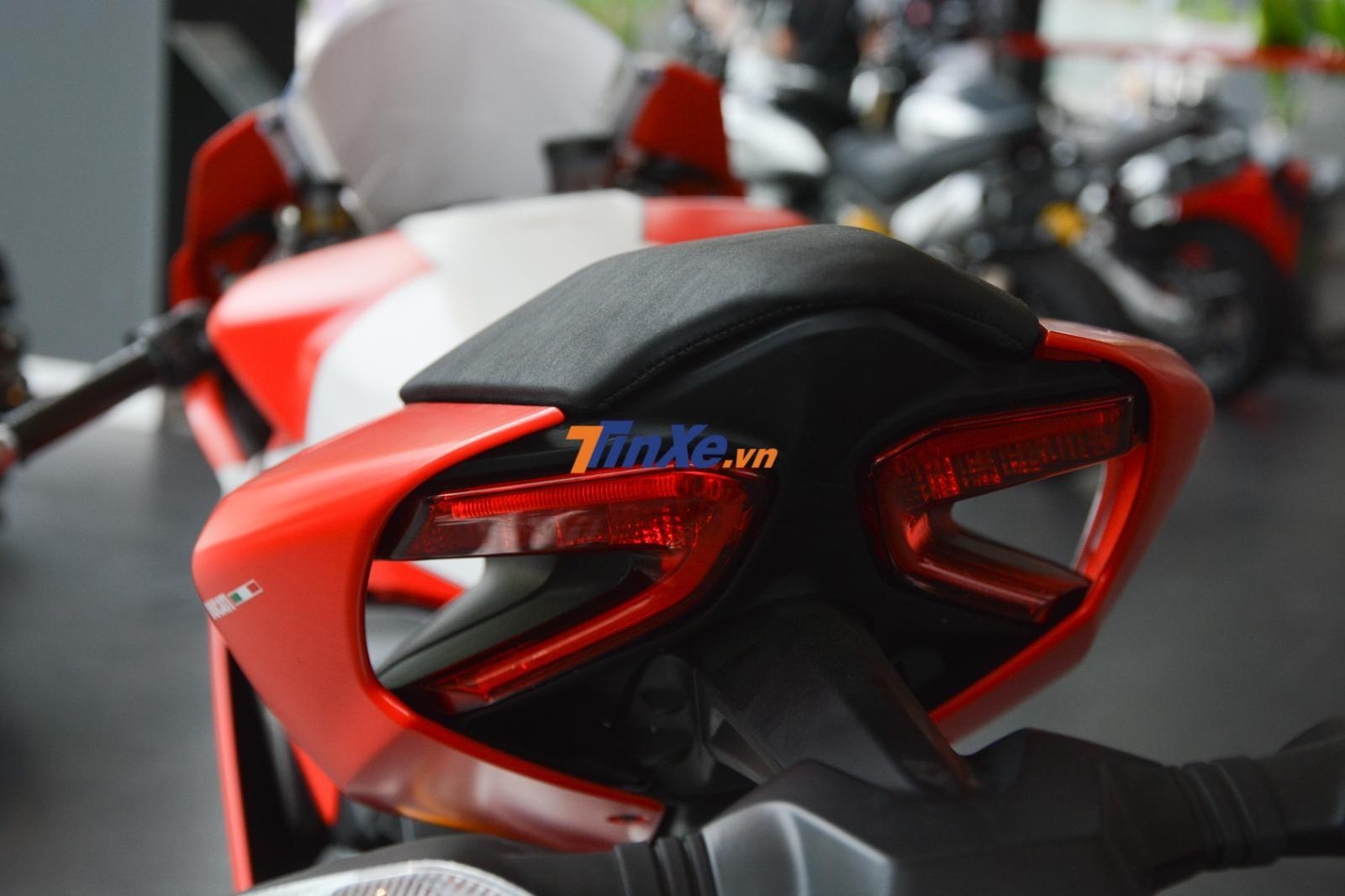 Đèn hậu của Ducati 959 Panigale Corse không khác gì bản tiêu chuẩn