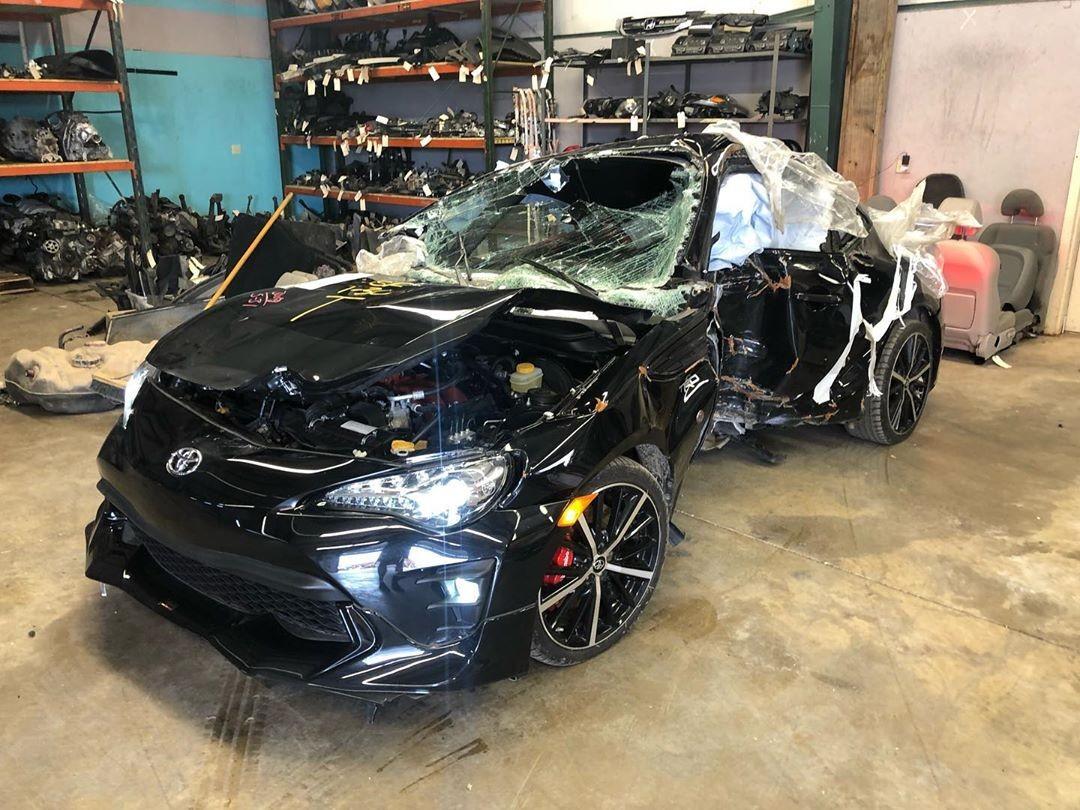 Chiếc Toyota 86 biến dạng hoàn toàn sau tai nạn