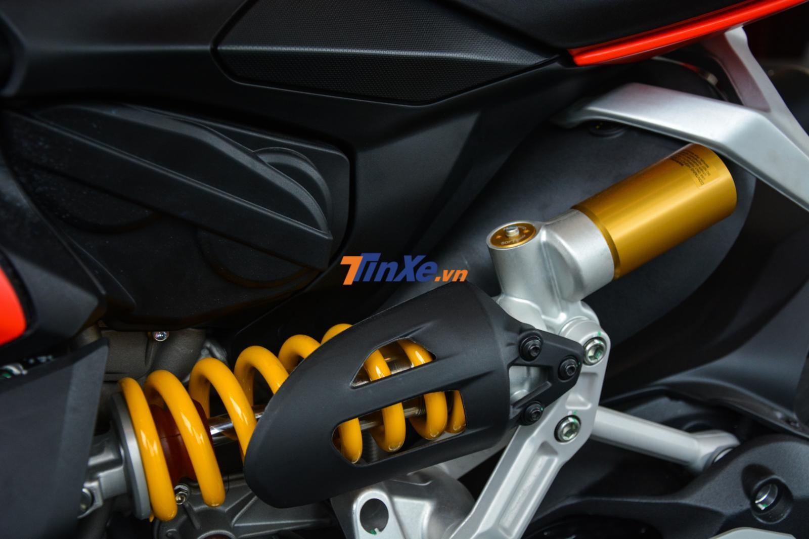 Hệ thống treo phía sau không khác gì so với phiên bản Ducati 959 Panigale