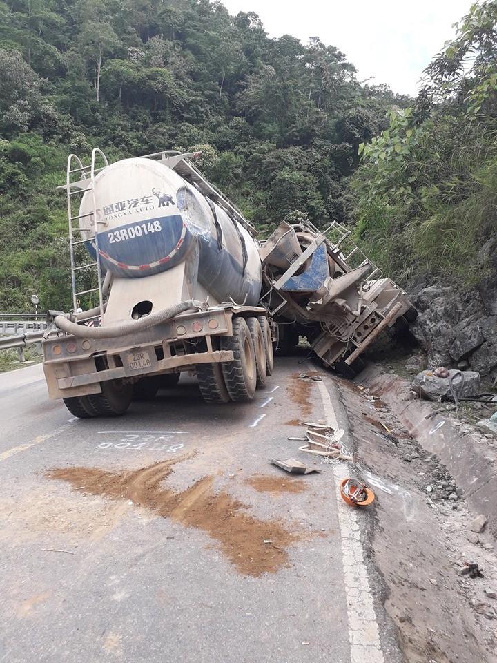 Vụ tai nạn khiến tài xế xe trộn bê tông tử vong tại chỗ