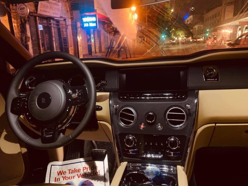 Đây là nội thất của SUV siêu sang Rolls-Royce Cullinan đầu tiên ra biển trắng tại Việt Nam