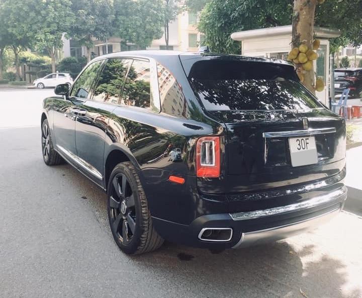 SUV siêu sang Rolls-Royce Cullinan mới ra biển trắng chính là chiếc thứ 3 về Việt Nam
