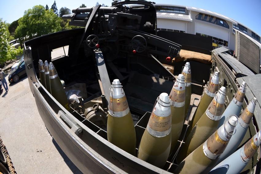 Các loại pháo, xe quân sự với nhiều mục đích khác nhau đều được Littlefield sưu tập và phục chế