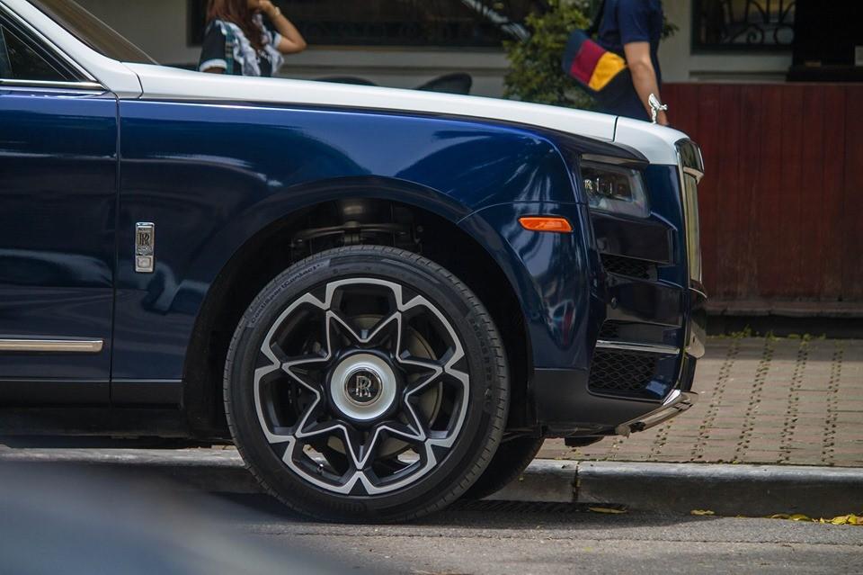 SUV siêu sang Rolls-Royce Cullinan đầu tiên về Việt Nam mới được độ mâm cá tính