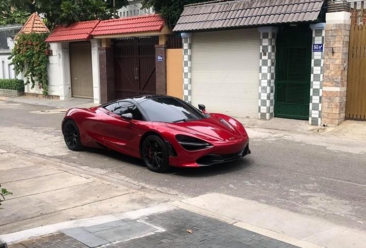 Trước đó, doanh nhân Vũng Tàu đã mượn siêu xe McLaren 720S đỏ Memphis của bạn để chạy thử