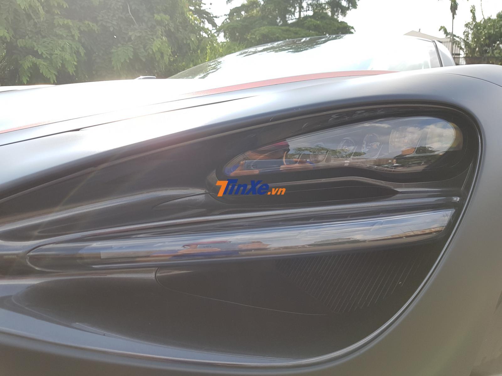 Đèn pha LED thiết kế rất đẹp mắt trên McLaren 720S. Phía dưới là hốc gió làm mát