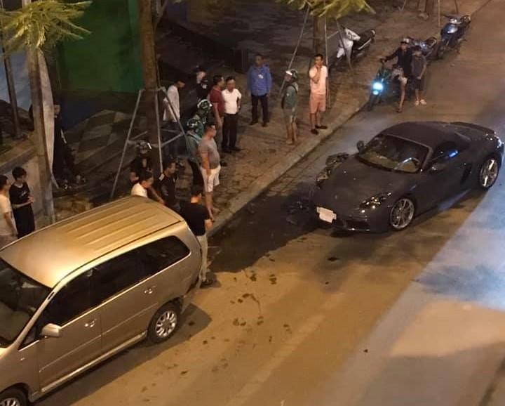 Hiện trường vụ tai nạn của Porsche 718 Boxster và Toyota Innova vào khuya qua