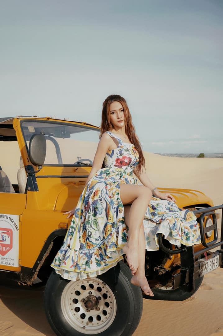 Dàn người mẫu Thái Lan thả dáng tung bay trên những đồi cát ở Mũi Né - 2