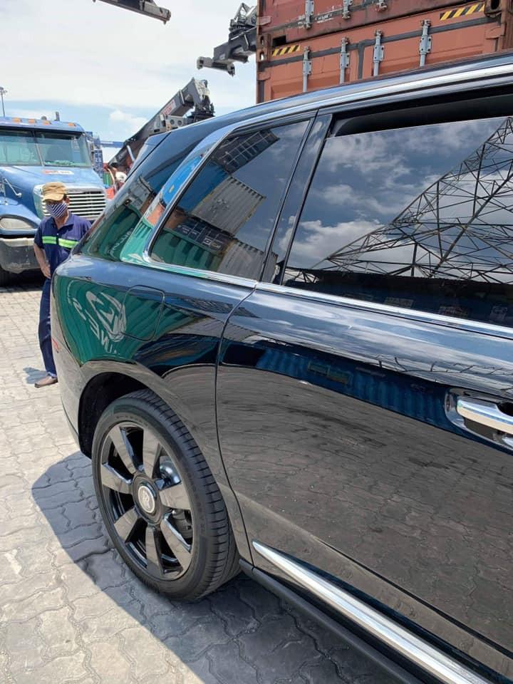 Chiếc Rolls-Royce Cullinan này do một công ty nhập khẩu tư nhân đưa về nước