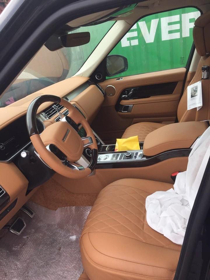 Cận cảnh khoang lái của Range Rover SVAutobiography 2019