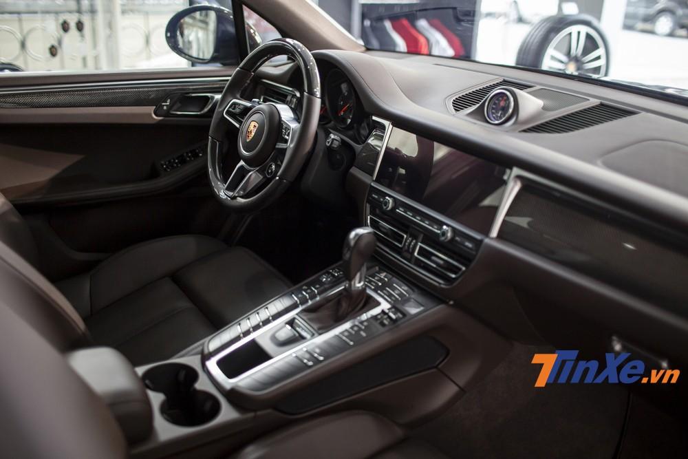 Không gian nội thất sang trọng và mang tính thể thao của Porsche Macan 2019.