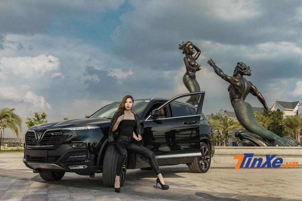 Cặp đôi chân dài Việt khoe sắc bên VinFast LUX A2.0 và LUX SA2.0 - 8