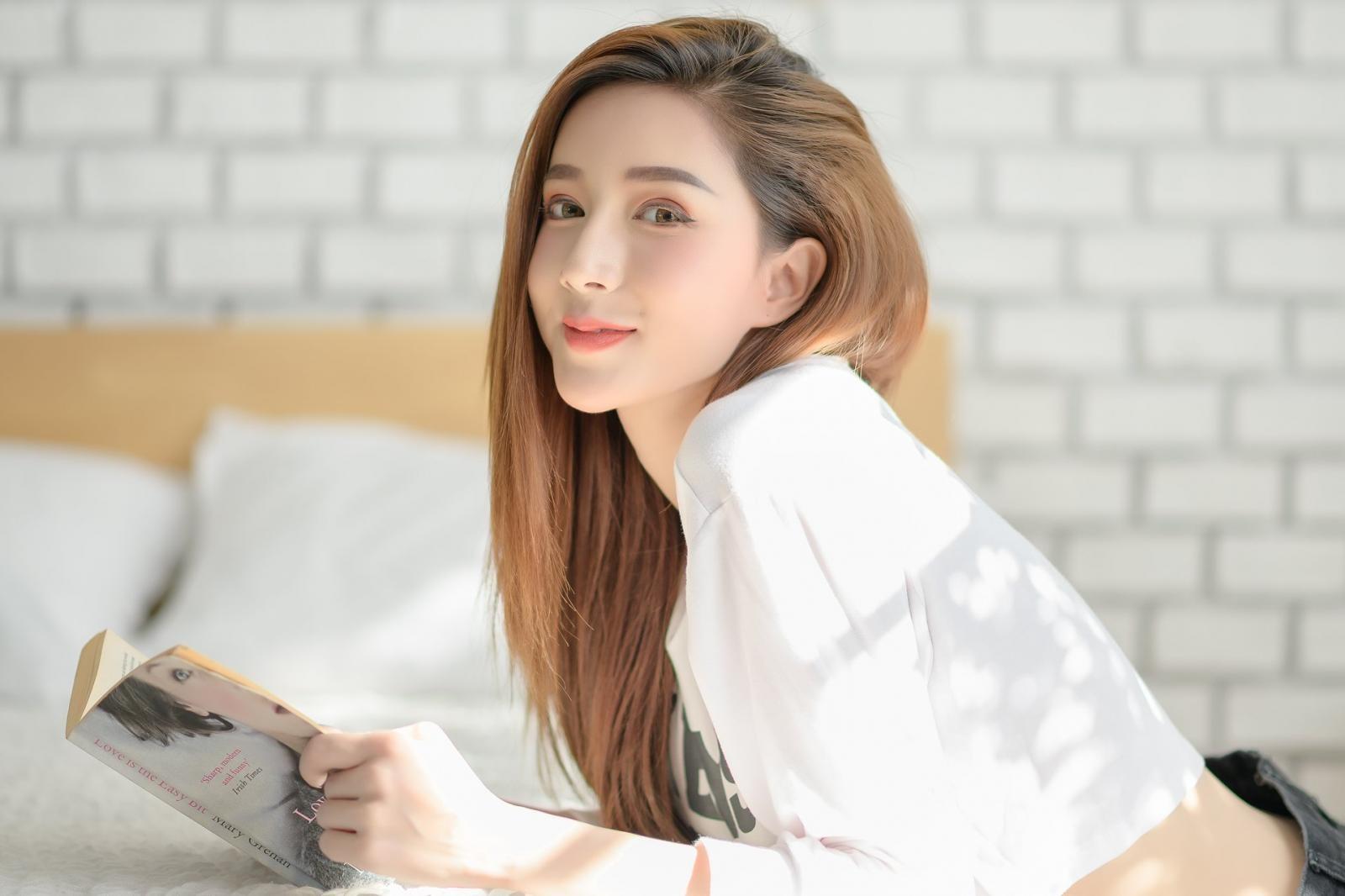 Thiếu nữ xinh như Trương Bá Chi khoe bụng phẳng, ngực tròn bên xe minivan - 11