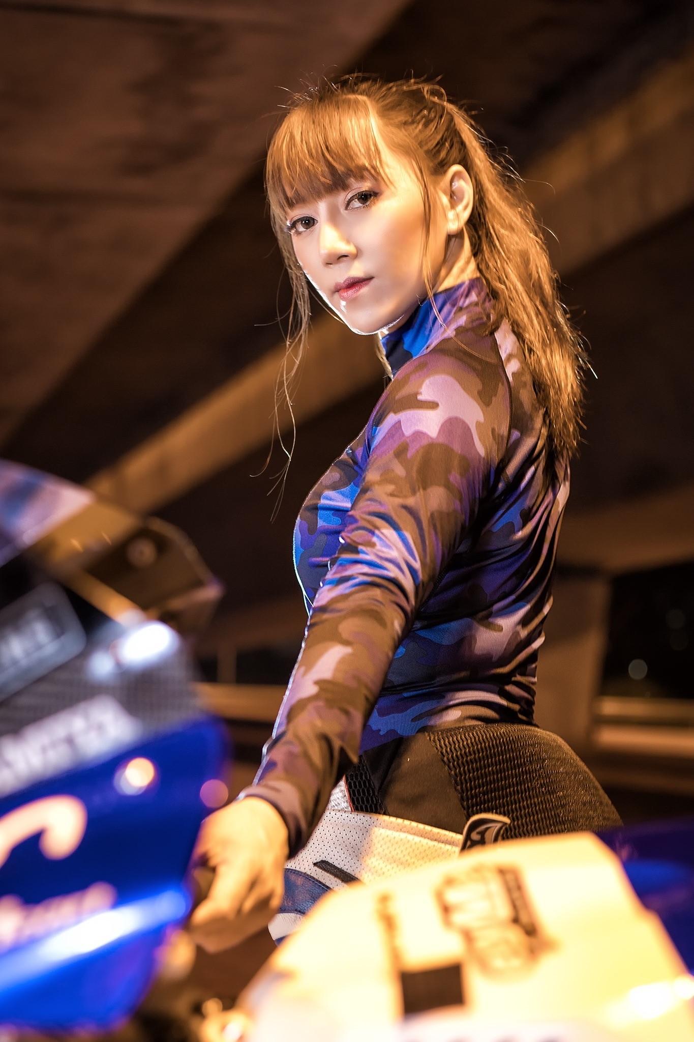Cô nàng biến hoá khi thể thao, khi thanh lịch bên Yamaha R1 - 12