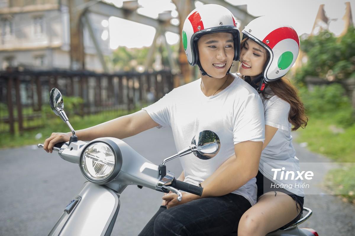 Cặp đôi xuống phố cùng Vespa Primavera ABS - 12