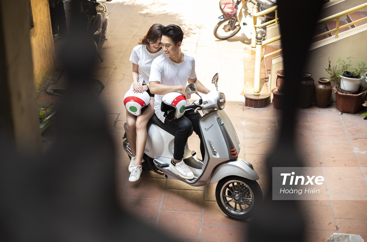 Cặp đôi xuống phố cùng Vespa Primavera ABS - 10