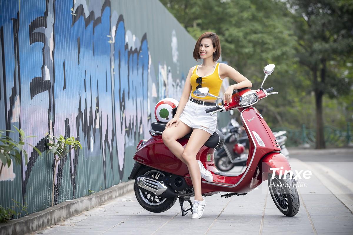 Cô nàng khoe vẻ đẹp tươi tắn bên Vespa Sprint ABS - 3