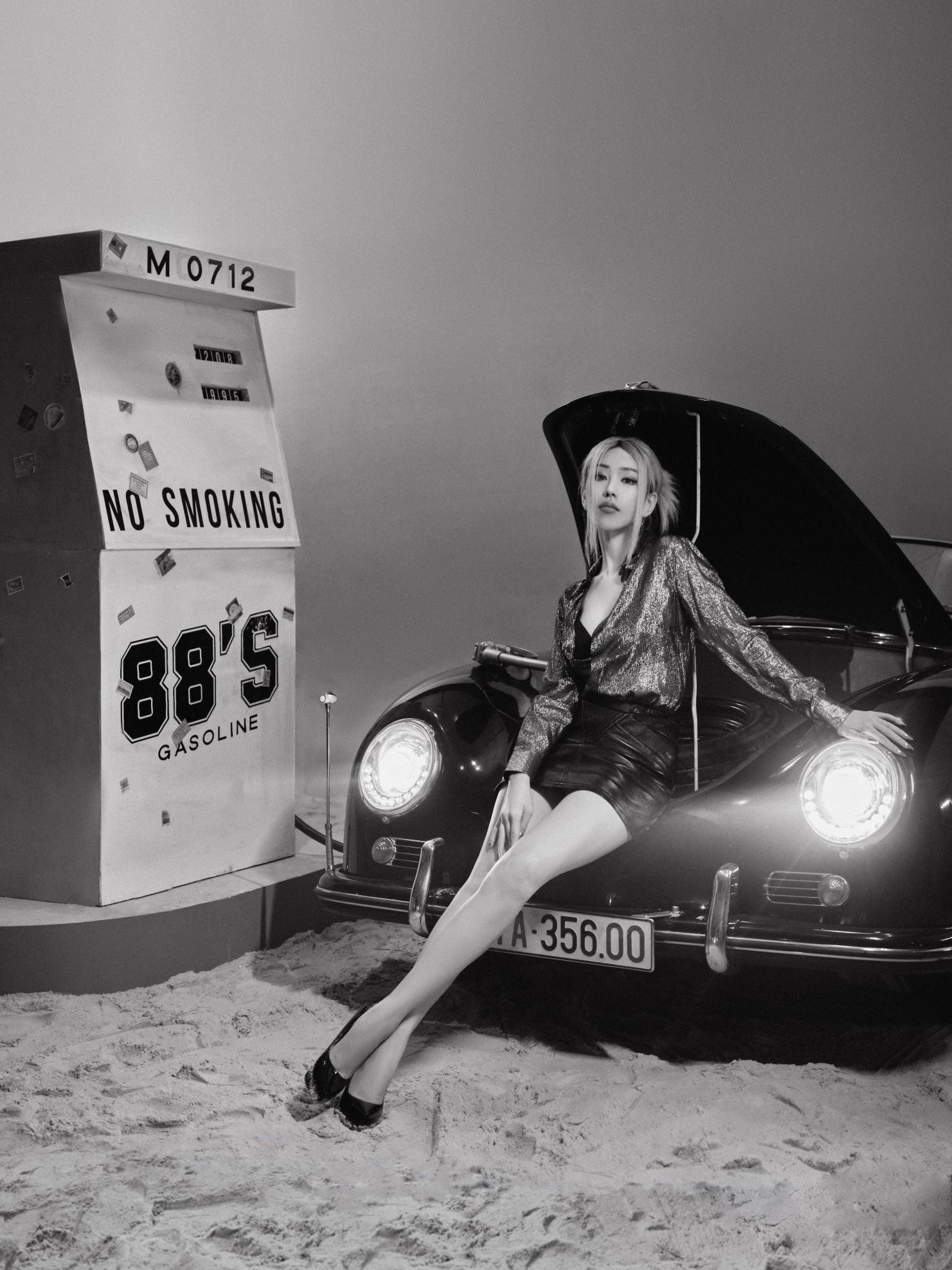 """Nữ ca sĩ MIN khoe vẻ đẹp cá tính bên """"hàng hiếm"""" Porsche 356A Speedster - 12"""