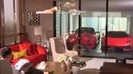 Giới siêu giàu Singapore đỗ siêu xe ở phòng khách