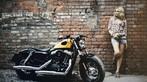 Cô nàng lả lơi bên Harley-Davidson - 4