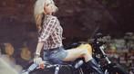 Cô nàng lả lơi bên Harley-Davidson - 6