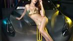 """Mùa hè """"mát lạnh"""" với cảnh chân dài diện bikini bóng mượt bên Ferrari F12 độ - 4"""