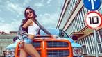 Người đẹp Nhan Đan khoe thân hình bốc lửa bên bán tải Dodge Ram SRT-10 - 2