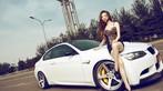 Mỹ nhân diện váy da báo gợi cảm bên BMW M3 độ - 1