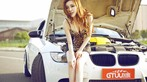Mỹ nhân diện váy da báo gợi cảm bên BMW M3 độ - 8