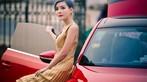 Ngắm hot girl A Chước tạo dáng thiết tha, xinh như tiên nữ bên Volkswagen Beetle - 1