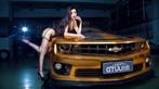 Người mẫu Tôn Minh Lộ khoe thân thể nóng bỏng bên Chevrolet Camaro độ hoàng kim - 3
