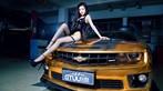 Người mẫu Tôn Minh Lộ khoe thân thể nóng bỏng bên Chevrolet Camaro độ hoàng kim - 4
