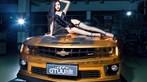 Người mẫu Tôn Minh Lộ khoe thân thể nóng bỏng bên Chevrolet Camaro độ hoàng kim - 5