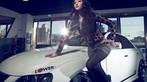 Ngắm nữ diễn viên Nhậm Thiêm Kỳ khoe dáng gợi cảm bên Toyota Mark X - 5