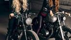Hai cô nàng cá tính bên Yamaha SR400 và Yamaha XS400 độ - 1