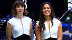 Ngắm nhìn một vòng những người mẫu thanh lịch ở Triển lãm Ô tô Paris 2018 - 9
