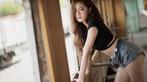 Người đẹp gốc Thái thả dáng hồn nhiên bên đường ray tàu hỏa - 10