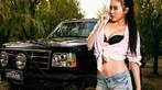 Người đẹp Lí Nhất Đan khoe vòng một 93 cm đầy hấp dẫn bên Ford Bronco
