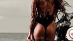 Cô nàng tóc vàng khoe đường cong và hình xăm bên Ducati Scrambler - 10