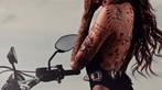 Cô nàng tóc vàng khoe đường cong và hình xăm bên Ducati Scrambler - 8