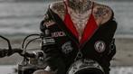 Cô nàng tóc vàng khoe đường cong và hình xăm bên Ducati Scrambler - 5