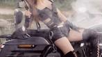 """Nữ chiến binh Thỏ so kè độ nóng bỏng với """"xế nổ"""" Harley-Davidson - 5"""